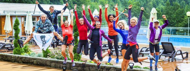Obóz biegowy w górach. Ustroń. Zadowoleni i szczęśliwi uczestnicy obozu biegowegow hotelu kolejarz best for you