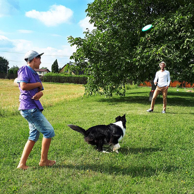 sport dla dziecka. jak wybrac trenera dla Twojego dziecka. Zabawa na swiezym powietrzu. Frisbee